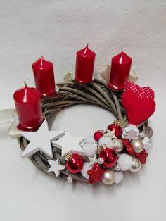 Christmas Flowers, Diy Christmas Tree, Christmas Candles, 1st Christmas, Xmas Tree, Christmas Wreaths, Christmas Table Centerpieces, Handmade Christmas Decorations, Xmas Carols