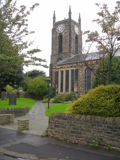 St Thomas' church in Crookes by Penny Mayes, via Geograph