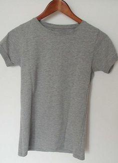 Kup mój przedmiot na #vintedpl http://www.vinted.pl/damska-odziez/koszulki-z-krotkim-rekawem-t-shirty/10371635-szara-koszulka-t-shirt-zwyklak