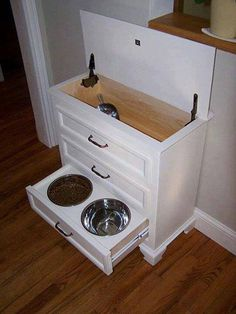 DIY: Small dresser turned into a pet-food station w/ storage! Food is kept in top w/ scoop. Drawers hold all pet supplies, leash, collar, sprays, etc. Small Dresser, Dog Dresser, Dresser Ideas, Dresser Bench, Ikea Dresser, Dresser Top, Diy Casa, Ideias Diy, Diy Stuffed Animals