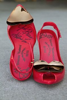#KathieLeeGifford signed shoes up for auction to support #Soles4Souls