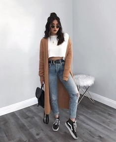 STYLECASTER ripped jeans ripped jeans outfit fall outfit fall fashion falls style How to Wear Ripped Jeans Street Style Inspiration How To Make Ripped Jeans, Ripped Jeans Look, Ripped Jeans Outfit, Casual Jeans, Denim Jeans, Women's Casual, Jeans Style, Mode Outfits, Fall Outfits