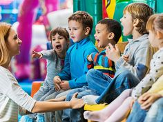These children sing with the music teacher. - Learn English for beginners - English vocabulary for children (kids) & ESL students, learn the most common English words with pics & examples
