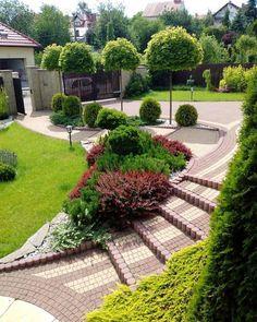 60 Beautiful Front Yards And Backyard Evergreen Garden Design Ideas - artmyideas Front Garden Landscape, House Landscape, Front Yard Landscaping, Backyard Patio, Garden Paths, Lawn And Garden, Landscaping Ideas, Backyard Ideas, Garden Ideas
