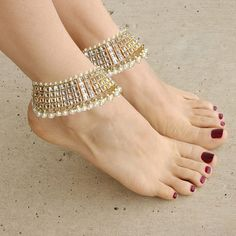 Elegant Gold Payal Anklet Pair with Kundan and Pearl Jewels. Bollywood Wedding Foot Jewelry for Brides.Gold-Tone Anklets Jeweled with Pearls and Rhinestones (Kundan). These Ankle Bracelets are Beautiful for the Bride Feet for a Bohemian Wedding or Beach Ceremony. These Anklets are Inspired by the Foot Jewelry won on an Indian Brides Feet.