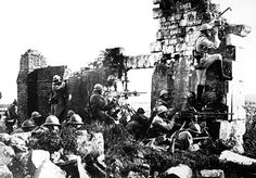 French troopers under General Gouraud with their machine guns amongst the ruins of a church near the Marne driving back the Germans 1918 [3000  2097]