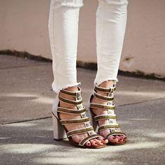 #stealthelook #look #looks #streetstyle #streetchic #moda #fashion #style #estilo #inspiration #inspired #gladiadora #freepeople #sandalia #Metal #heels