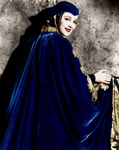 Olivia de Havilland (Color by Brenda J Mills) Hollywood Stars, Classic Hollywood, Old Hollywood, Classic Movie Stars, Classic Movies, Joan Fontaine Sister, Olivia Havilland, Robin, Famous Twins