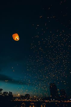 Floating lanterns filling the night sky Floating Lanterns, Sky Lanterns, Paper Lanterns, Wish Lanterns, Lantern Lighting, Beautiful World, Beautiful Places, Beautiful Pictures, Dream Images