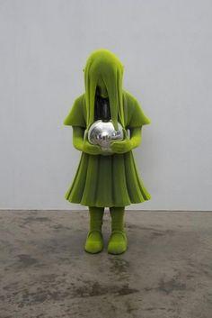 Kim Simonsson - Peilipallotyttö 2014. Ceramics, nylonfibre and blown silver glass 113x50x45cm