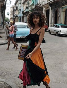 Top model Anais Mali brings a heat wave to Havana, styled by Sara Fernandez in sizzling, skin-baring looks in 'Bienvenida Cuba'. Photographer Benny Horne captures Cuba's warm spirit for Vogue Spain March Hair by Mark Hampton; makeup by Emi Kaneko Fashion Week, Look Fashion, Womens Fashion, Fashion Tips, Cuba Fashion, Fashion Quiz, 2000s Fashion, Vogue Fashion, Korean Fashion