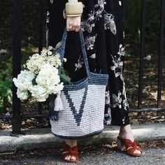 May flowers in the Verona Basket Tote 🌾 PS the yarn kit is 20% off til end of the week! (link in bio)