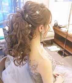 イマドキ愛され花嫁に変身!ヘアスタイル大特集【シーン別】 | 結婚式準備はウェディングニュース Hair Arrange, Hair Setting, Bride Hairstyles, Bridal Style, Bridal Hair, Stylists, Flower Girl Dresses, Hair Beauty, Wedding Dresses