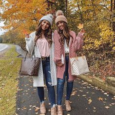 Women love outfits to match with their shoes. Work outfits for example, it can looks good with heels, boots, loafers and many more. But today, we'll focus on a work outfit ideas to pair with loafers. Winter Sweater Outfits, Fall Winter Outfits, Autumn Winter Fashion, Winter Style, Cold Weather Outfits Casual, Christmas Outfits, Winter Wear, Cheap Fall Outfits, Cool Outfits