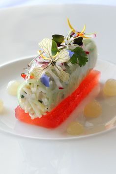 This visually stunning recipe from Simon Hulstone combines crab with watermelon, cucumber ketchup and lovage gel to show off modern cooking techniques at their most advanced Crab Recipes, Gourmet Recipes, Crab Dishes, Michelin Star Food, Great British Chefs, Green Food Coloring, Flower Food, Watermelon Recipes, Molecular Gastronomy