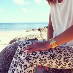 Beach mood // Manchette plume #bijouxleone // #summersales -20% sur toutes les manchette sur www.bijoux-leone  @bijouxleone