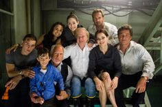 """(L-r) Mike Vogel as Christian, Jimmy Bennett as Conor James, Richard Dreyfuss as Richard Nelson, Mia Maestro as Elena, Emmy Rossum as Jennifer Ramsey, director Wolfgang Petersen, Jacinda Barrett as Maggie James, Josh Lucas as Dylan Johns and Kurt Russell as Robert Ramsey  on the set of Warner Bros. Pictures' and Virtual Studios' action adventure """"Poseidon."""" Photo by Claudette Barius SMPSP"""