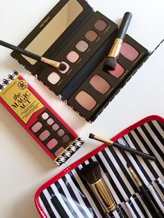 Holiday Gift Ideas: BareMinerals Buffing Beauties Brush Set + The Magic Act Palette.