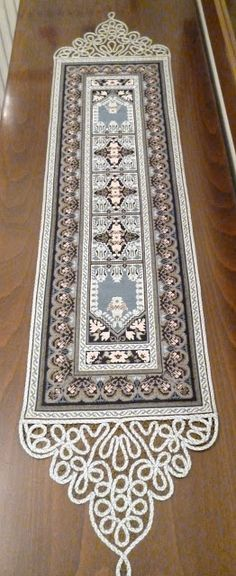images attach c 5 87 342 Cross Stitch Boarders, Cross Stitch Patterns, Yarn Crafts, Diy And Crafts, Arts And Crafts, Cross Stitch Embroidery, Hand Embroidery, Palestinian Embroidery, Point Lace
