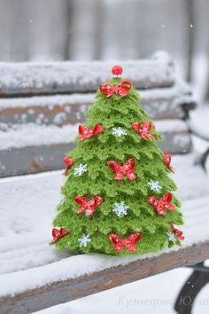 Christmas Crochet Patterns, Holiday Crochet, Christmas Knitting, Christmas Art, Xmas, Christmas Ornaments, Crochet Flower Tutorial, Crochet Flowers, Beaded Banners