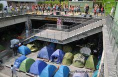 Migrants et yoga: cette photo montre «deux mondes qui se côtoient» à Paris http://www.buzzfeed.com/ceciledehesdin/migrants-et-yoga-cette-photo-montre-deux-mondes-qui-se-cotoi…