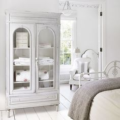 Shabby chic bedroom ideas for every home. Find the best shabby chic decor and accessories for your bedroom Linen Cupboard, Home, Georgian Homes, Traditional Bedroom, Chic Bedroom, Modern Country Style, White Bedroom, Bedroom Bliss, Ideal Home