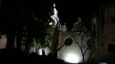 -Jardin de los olivospor la noche,frente al convento.  Misteriosa noche que descubre a los enamorados-.