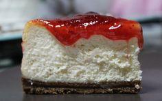 Hoy os traigo una de las recetas que mas me gusta a mi, la receta de una tarta de queso esponjosa. Es suave y muy fácil de hacer. Es una tarta deliciosa.