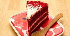 Aprenda a fazer o clássico bolo americano, que além de lindo é super gostoso. A receita de bolo red velvet rende cerca de 20 porções e vai te deixar com água na boca. Vale a pena testar!Leia também:Torta de chocolate simples com bolachas