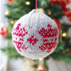 Christmas bauble knitting pattern from advent calendar day 9