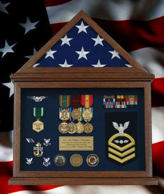 Gallery - Custom Framed Military Medals and Ribbons Retirement Flag Display Case With a U. Flag And Navy Memorabilia. Source by cindysframing. Military Home Decor, Military Crafts, Diy Shadow Box, Shadow Box Frames, Custom Shadow Box, Military Medals And Ribbons, Military Shadow Box, Military Army, Military Awards