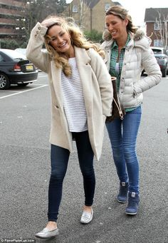 Sam Faiers dresses down as she arrives at Minnies Boutique with her mother Sue