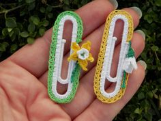 Items similar to Handmade Office Paper clip-Office accessories-Paperclip bookmark-Office gifts-Office planer-Office clips-Crochet gifts-Teacher gift on Etsy Crochet Bookmarks, Crochet Books, Crochet Gifts, Handmade Bookmarks, Crochet Blanket Patterns, Crochet Stitches, Paperclip Crafts, Granny Square Pattern Free, Crochet Hair Clips