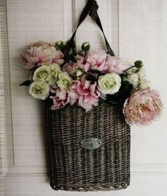 Cestino per decorare porta d'ingresso - Decorare la casa con i cesti realizzando una decorazione per la porta d'ingresso