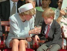 Al parecer, el príncipe quiso honrar a su madre dejando libre su lugar Princess Diana Death, Princess Diana Family, Princes Diana, Prince And Princess, Princess Charlotte, Princess Of Wales, Lady Diana Spencer, Diana Son, Meghan Markle