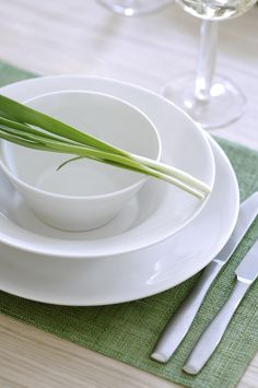 Anis Tableware | Anis tableware collection is designed by Lasse Kovanen. The light simplicity leaves room for colourful textiles and delicious servings. The lovers of both decorative and plain styles will be charmed by the white table setting.