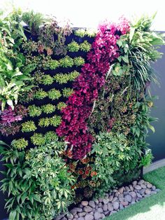 95 creative diy vertical garden you can apply on your backyard fron yard 51 Vertical Garden Plants, Small Balcony Garden, Vertical Garden Design, Plant Wall, Plant Decor, Back Gardens, Outdoor Gardens, Jardin Vertical Artificial, Vertikal Garden