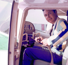 Country music singer Jim Reeves in the cockpit of a light airplane shortly after… Best Country Music, Country Music Artists, Country Music Stars, Old Celebrities, Celebs, Ritchie Valens, Jim Reeves, Don Mclean, Grand Ole Opry