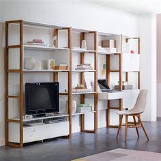 L'étagère chêne Compo. Mélange de chêne naturel et de blanc laqué, cette étagère donnera du style à votre salon ! Idéal pour exposer livres, bibelots...Modulable au gré de vos espaces l'étagère compo ré-invente votre intérieur
