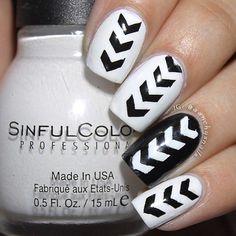 Awesome black and white ⚫️⚪️ manicure by @aanchysnails!  - Stagg. Chevron #NailVinyls snailvinyls.com