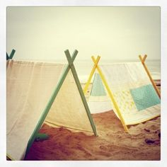 fun little tents for the beach or the backyard. looks easy to make.