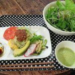ローハチカフェ - 料理写真:ランチプレートローフードカフェ Raw8 Cafe