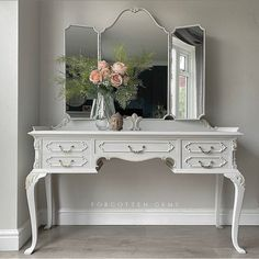French Furniture, Classic Furniture, Shabby Chic Furniture, Shabby Chic Decor, Vintage Furniture, Painted Furniture, Furniture Design, Vintage Dressers, Vanity Table Vintage