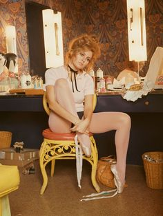 American actress and sex symbol Raquel Welch in her dressing room wearing ballet shoes prior to a fashion shoot. (Photo by Terry O'Neill/Getty Images). Raquel Welch, Christopher Niquet, Divas, Red Headed League, Terry O Neill, Beautiful People, Beautiful Women, Candice Bergen, Star Wars