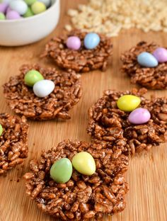 Chocolate Rice Krispie Easter Egg Nests that the whole family can enjoy. Lower in syns but still delicious. My kids love to make Chocolate Rice Krispie Easter Egg Nests at Easter time, but when you Low Syn Chocolate, Chocolate Nests, Chocolate Recipes, Chocolate Easter Eggs, Melting Chocolate, Chocolate Covered, Chocolate Rice Krispie Cakes, Peanut Butter Rice Krispies, Rice Krispie Nests