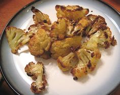 This is based on the recipe by Bob Blumer from the Surreal Gourmet Bites cookbook. This simple caramelization method transforms this much maligned veggie into a knock-your-socks-off side dish or sweet snack that you won't be able to get enough of! Cauliflower Popcorn, Roasted Cauliflower, Cauliflower Recipes, Copycat Recipes, Paleo Recipes, Cooking Recipes, Seafood Recipes, Actifry Recipes, Cajun Recipes