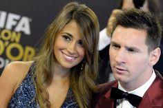 Lionel Messi junto a Antonella