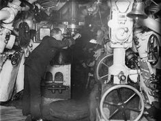 An officer observing through the periscope of a British E class submarine while submerged. Submarines, Royal Navy, First World, Troops, Old Photos, World War, British, Military, History