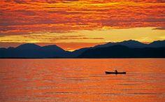 Puesta de sol en el lago Kluane, en el extremo suroeste del Yukón.