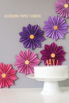 40 Pretty Paper Flower Crafts, Tutorials & Ideas -Accordion Paper Flowers